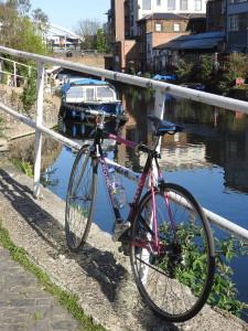 Bycicle by Regent's Canal. ©Carolina Hidalgo.