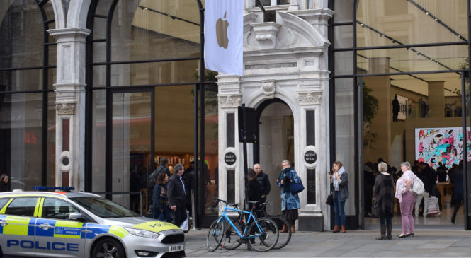 London Apple Store Attacked in Moped Smash and Grab
